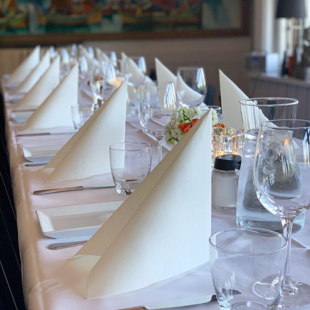 Dekket bord til arrangement